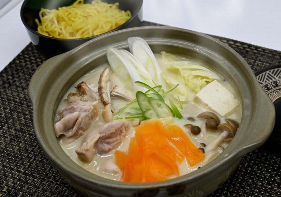 ラーメンスープでつくる鶏白湯鍋